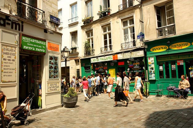 A walk in marais neighborhood of paris - Quartier du marais metro ...
