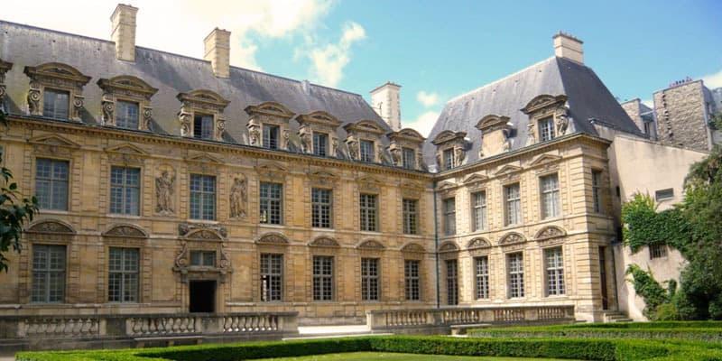 marais-mansions