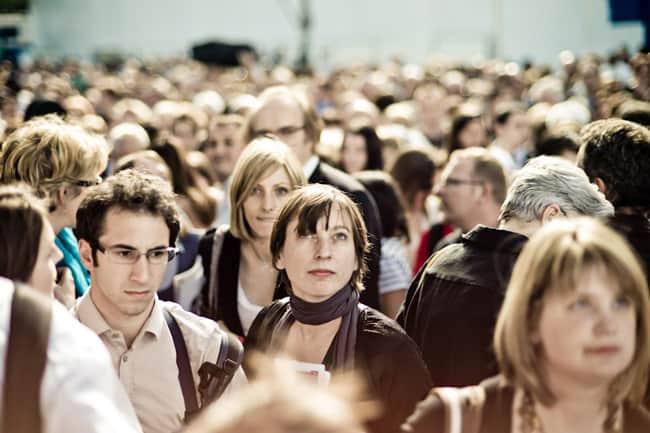 Parisian-crowd