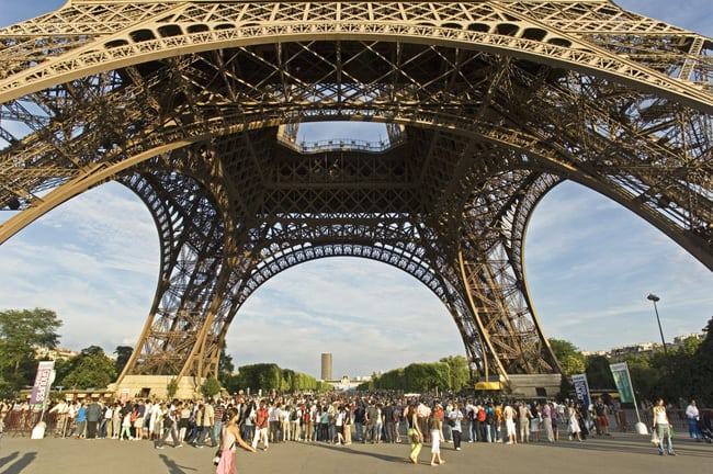 Tourist in paris what you need to know for Chaise pied tour eiffel
