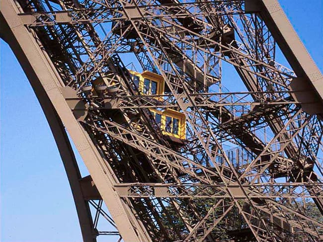 What to do in the eiffel tower in paris discover walks paris for Floors of the eiffel tower