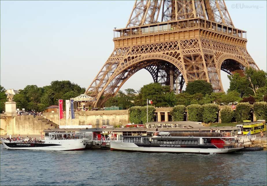 boat around eiffel tower