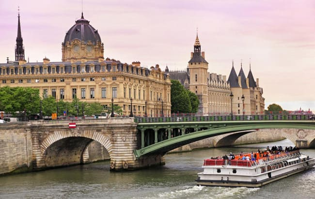 boat-riding-Paris