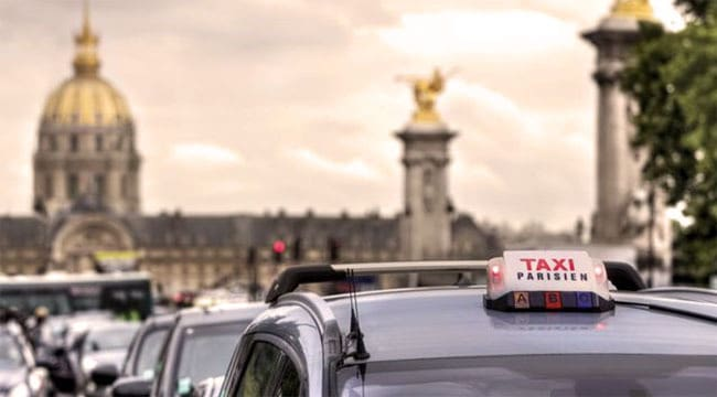 taxis in paris things to know about parisian taxis discover walks. Black Bedroom Furniture Sets. Home Design Ideas