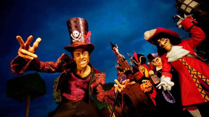 Disneyland Paris Halloween Party 2018.Things To Do In Paris For Halloween Discover Walks Blog