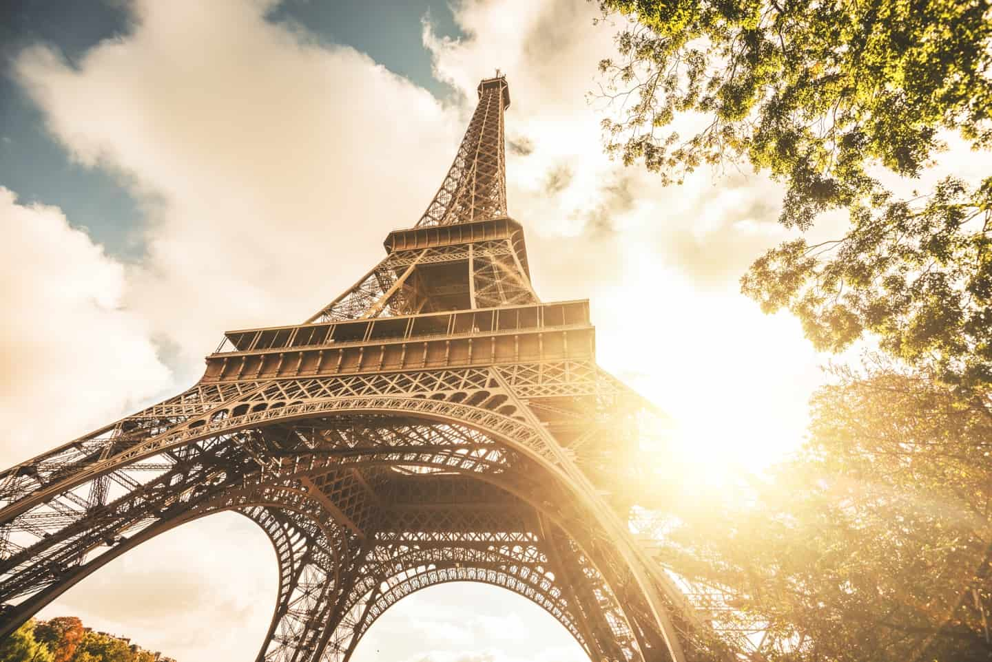 5 tips every tourist should know before visiting the Eiffel Tower 1