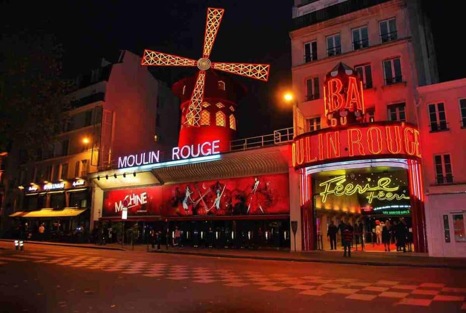 Moulin Rouge picture by night