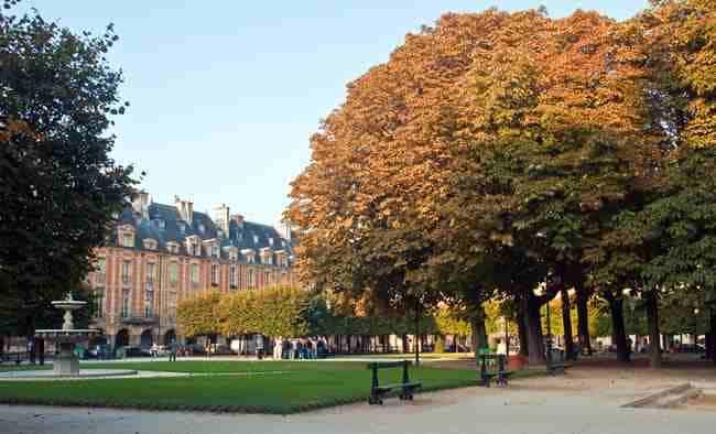 Marais: Paris Place des Vosges