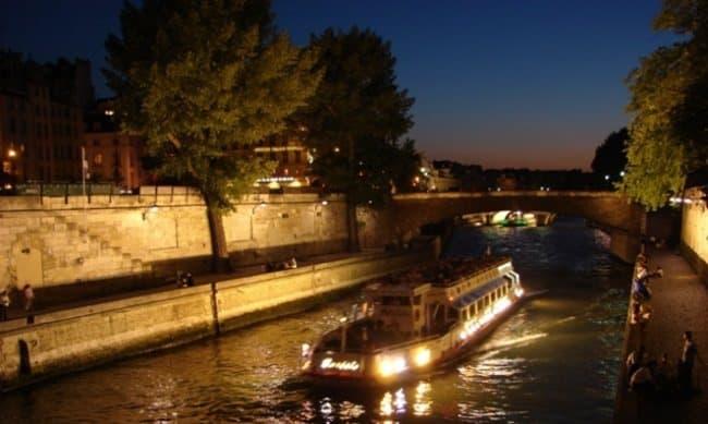 Night boat in Paris