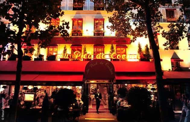 Food in Paris at night