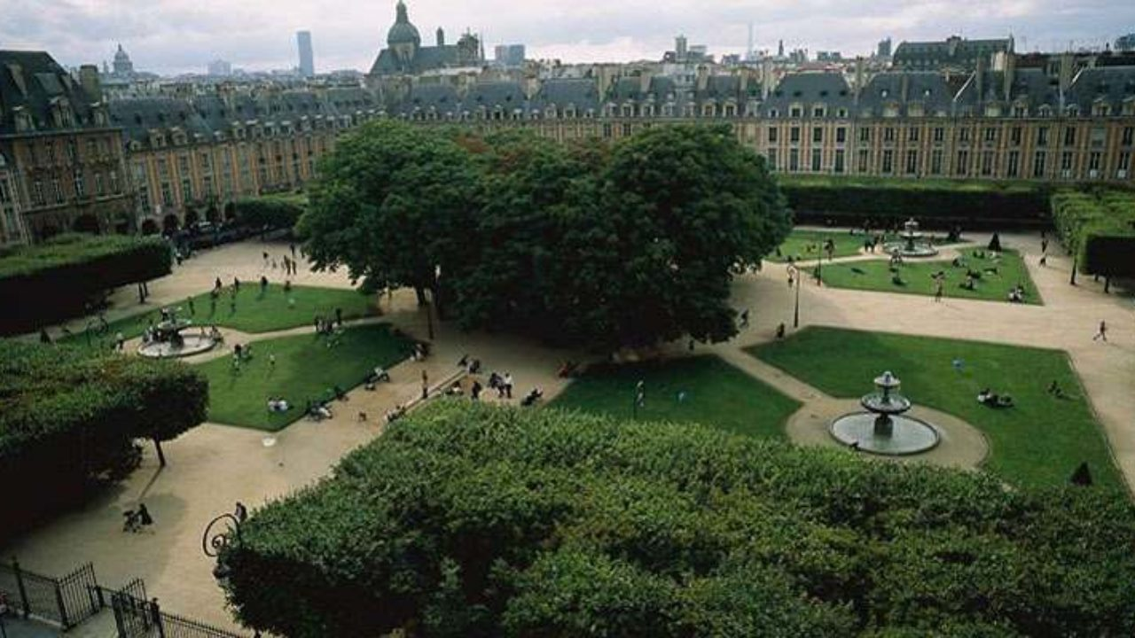 A walk in the Marais neighborhood of Paris - Discover Walks Paris