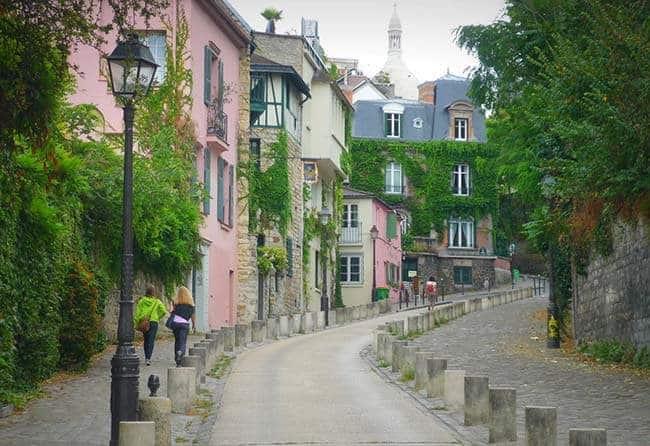 Rue De L'abreuvoir in Paris