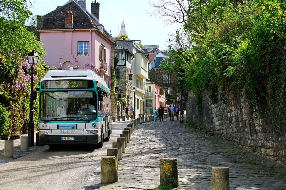 Montmartrobus in Rue de l'Abreuvoir