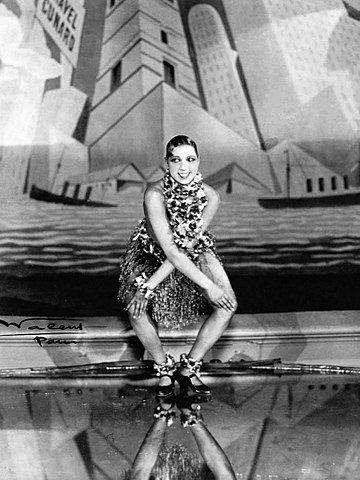Josephine Baker dances the Charleston in Paris
