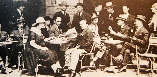 Artist Léopold Zborowski and a group of friends in Le Café de la Rotonde