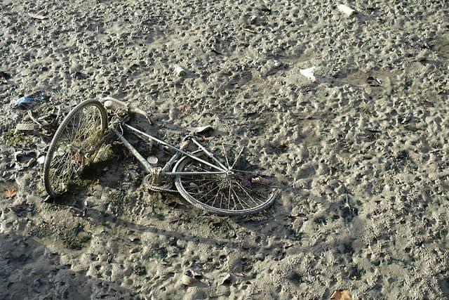 Abandoned bike @ Drained Canal Saint-Martin