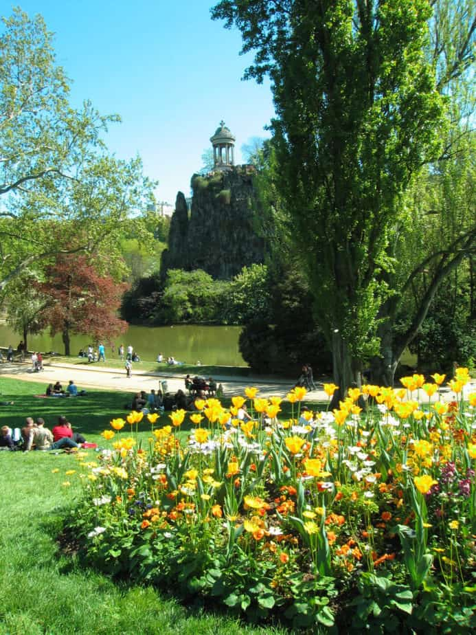 A Complete Guide to the Buttes Chaumont Park in Paris ...