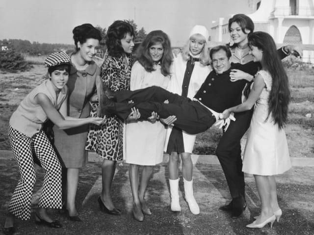 Dalida surrounded by friends