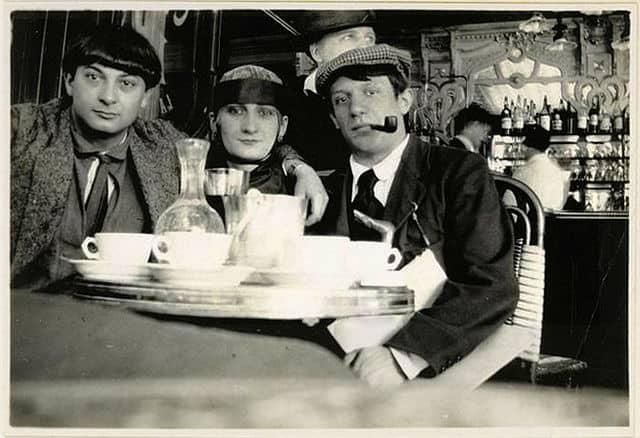 Pablo Picasso, Moïse Kisling and Paquerette enjoying themselves at café La Rotonde