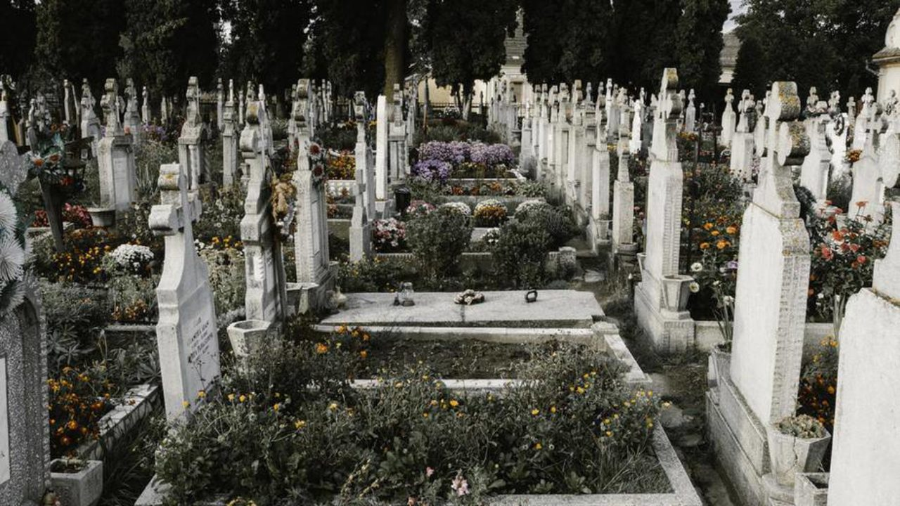 5 Iconic Grave Sites You Need to Visit in Paris
