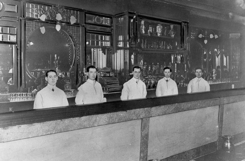 Cocktail Culture in Paris 1900s