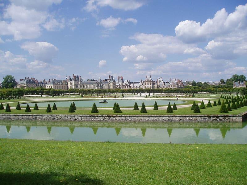 Versailles vs Fontainebleau - Discover Walks Blog