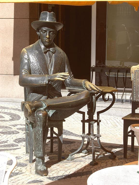 Statue in Lisbon dedicated to Pessoa