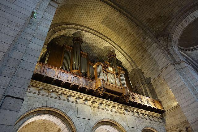 Organ inside the Sacre Coeur
