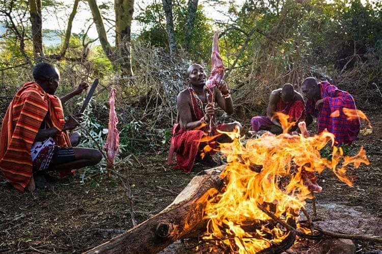 EatingNyama_Maasai
