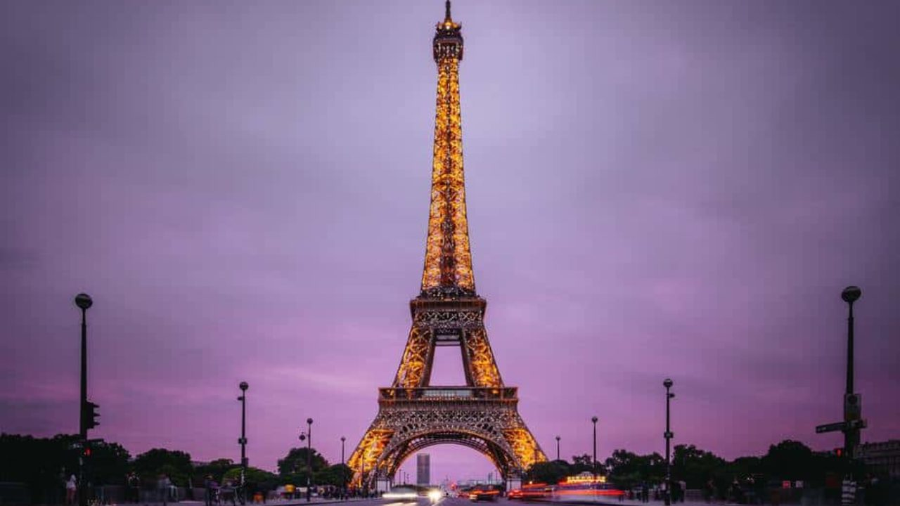 8 Tips for Visiting the Eiffel Tower at Night - Discover Walks Blog