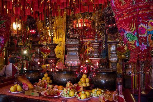 Tin How Temple altar