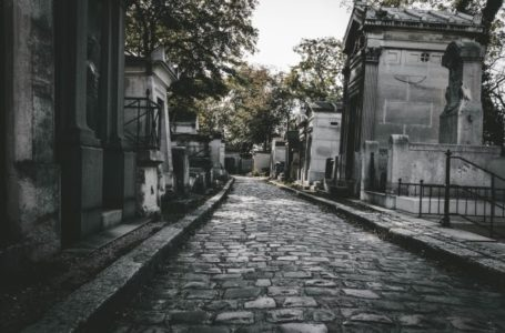 Pere Lachaise guided tour picture