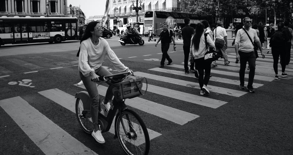 Ride a bike in Paris with Discoverwalks